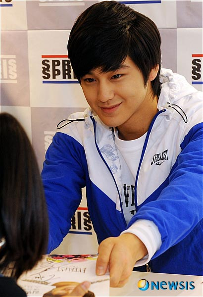 Kim Bum Asian Fanatics 48