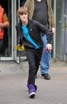 Bieber+plays+toss+UGGpLFpCqe1l