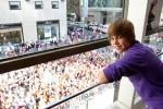 Justin+Bieber+Visits+Nintendo+World+Store+FmbSRyfj9bdl